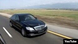 Ադրբեջանի նախագահ Իլհամ Ալիևը մեքենա վարելիս, արխիվ