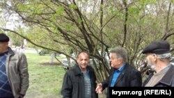 Oturışuvda soñki sözge çıqamağan Ruslan Trubaç (soldan)