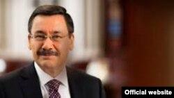 градоначалникот на Анкара Мелих Ѓокчек