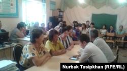 Предыдущее собрание сотрудников школы села Кайназар Жамбылского района Алматинской области. Село Кайназар, 4 августа 2017 года.