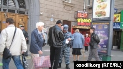 Москвада полиция мигрантлар ҳужжатларини текширмоқда