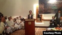 د پښتون ولس قامي جرګې مشر نواب ایاز خان جوګېزی ټول ګوندیز کنفرانس ته وینا کوي
