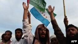 Пакистанські активісти вигукують гасла на підтримку уряду Саудівської Аравії в Ісламабаді, 30 березня 2015 року