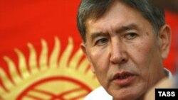 Алмазбек Атамбаев, единый кандидат от оппозиции на выборах президента Кыргызстана. Бишкек, 23 июля 2009 года.
