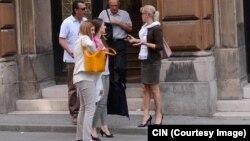 Optuženi Muhamed Bukva izlazi sa Općinskog suda sa advokatima Vasvijom Vidović, Draganom Barbarićem i Lejlom Ćović. (FOTO: CIN)
