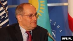 Kazakhstan--Former OSCE Representative on Freedom of the Media Miklos Haraszti at the Eurasian Media Forum in Almaty, 2010.