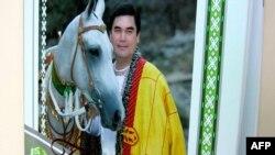 2008-nji ýylda Berdimuhamedowyň türkmen atlaryna bagyşlanan kitaby hem çap edildi.