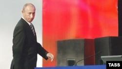 Вариант сохранения власти путем председательства в «Единой России» и занятия поста премьера политологи наиболее вероятным не считали. До сих пор
