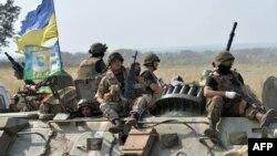 Українські військові на бронетраспортері, Слов'янськ, 11 липня 2014 року