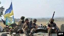 ۱۹ نفر از کشتهشدگان از ارتش (در تصویر گروهی از ارتشیان اوکراین) و ۴ نفر نیز از نیروهای مرزبانی بودهاند