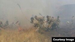 Тушение пожара в степи. Фотография предоставлена пресс-службой комитета по ЧС МВД Казахстана.
