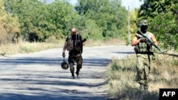 Украинаның Донецк облысныың Новоазовск қаласында жүрген украин сарбаздары. 27 тамыз 2014 жыл.