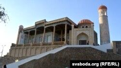 Мечеть рядом с могилой первого президента Узбекистана Ислама Каримова в Самарканде.
