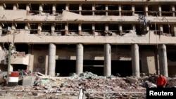 На месте одного из взрывов в Каире (24 января 2014 года)