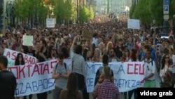 Многотысячная акция протеста в Будапеште в поддержку Центрально-Европейского университета. 2 апреля 2017 года.