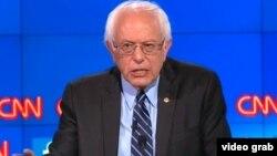 سناتور برنی سندرز یکی از دو نامزد برتر حزب دموکرات برای انتخابات ریاست جمهوری ۲۰۱۶ آمریکا