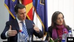 Премиерот Никола Груевски и министерката Гордана Јанкулоска на состанок во МВР во врска со истрагата за петкратното убиство кај Смиљковци.