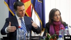 Премиерот Никола Груевски и министерката за внатрешни работи Гордана Јанкулоска на средбата со одговорните лица за случајот со убиството