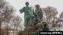 У Керчі готують до відкриття пам'ятник князю Глібу і ігумену Никону, грудень 2019 року