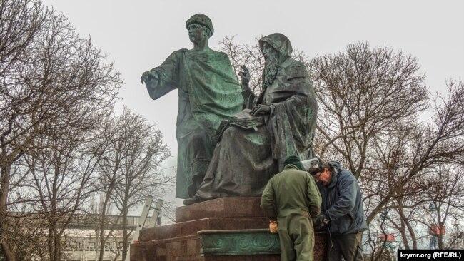 В Керчи готовят к открытию памятник князю Глебу и игумену Никону, декабрь 2019 года