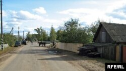 Новы плот на галоўнай вуліцы ў вёсцы Чамярысы