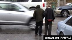 Алматыдағы үйі жоқ кезбелер. 18 қазан 2012 жыл.