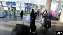 Iranian pilgrims arrive at the Imam Khomeini international airport in Tehran as they return from the hajj in Saudi's holy Muslim city of Mecca, September 29, 2015