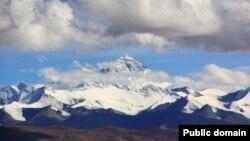 Гора Эверест (Джомолунгма).
