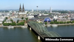 Кёльн — панорама города.