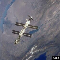 МКС над озером Балхаш. Иллюстративное фото.