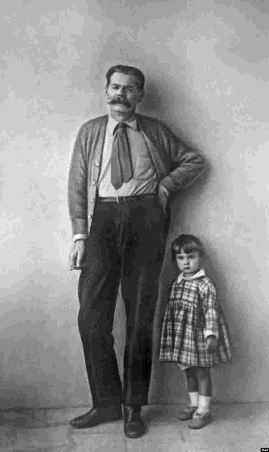 Writer Maksim Gorky posing with his granddaughter in 1928 - Early Soviet artists largely rejected the aesthetics of the prerevolutionary period, but many of them embraced the social sensibilities of late 19th-century realists, particularly Maksim Gorky. Gorky, however, was unsure about the revolution and lived in exile from 1921 until 1929. He was lionized by Soviet dictator Josef Stalin, who was one of his pallbearers when he died in 1936.