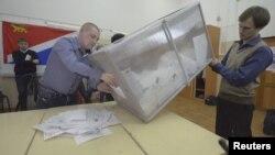 Один из избирательных участков Владивостока. 4 марта 2012 года