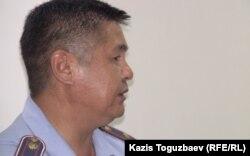 Представитель миграционной полиции выступает на суде по делу о депортации отца Софрония. Поселок Отеген батыр Алматинской области, 24 июля 2013 года.