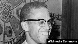 مالکوم ایکس، از فعالان برابری نژادی و تساوی حقوق سیاهان و سفیدان که در سال ۱۹۶۵ ترور شد.