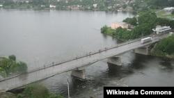 """Пограничный """"Мост дружбы"""" между Эстонией и Россией в городе Нарва"""