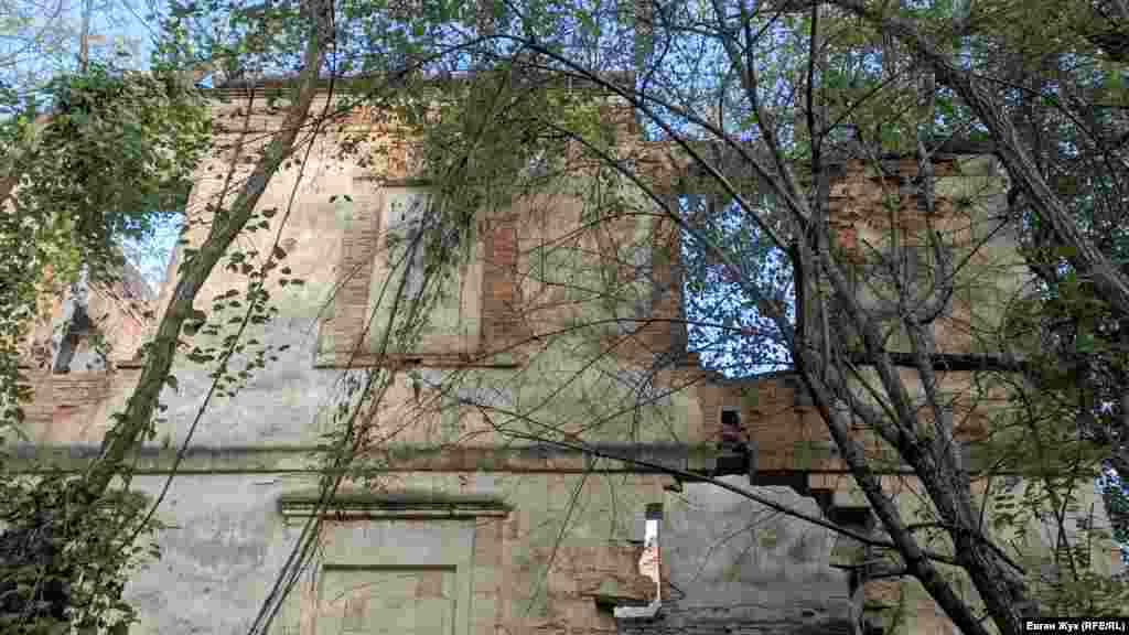 Руїни садиби Кокоракі поблизу села Верхньосадове