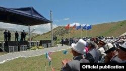 Церемония начала строительства будущих ГЭС на реке Нарын.