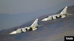 Бомбардировщики Су-24 (архивное фото)