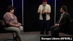 Alina Radu, Igor Volnițchi, și Vasile Botnaru în studioul Europei Libere
