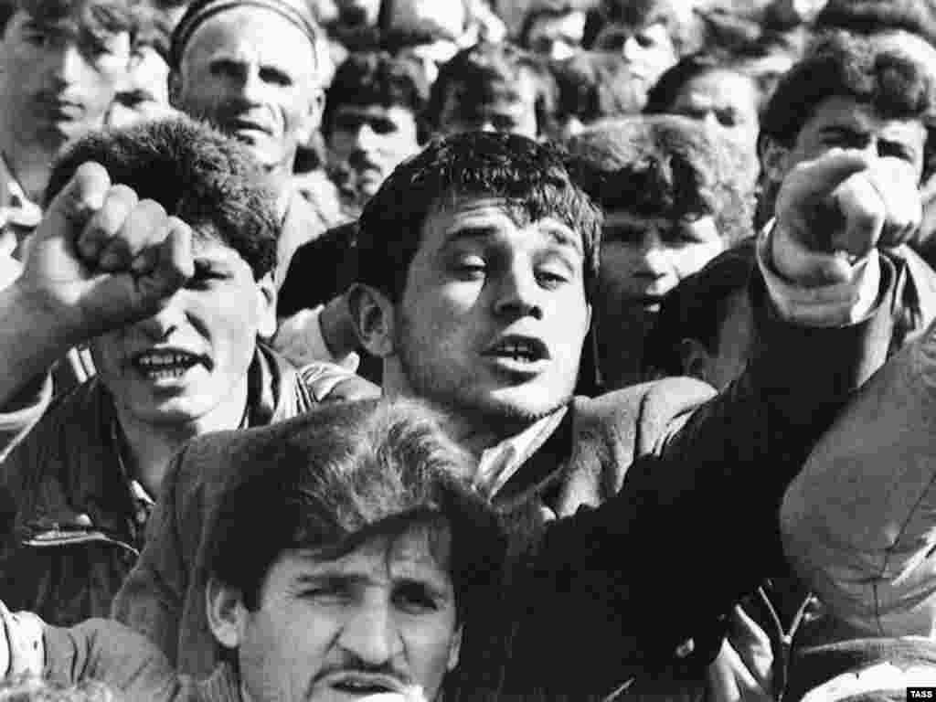 Protesters rally on February 15, 1990, on Lenin square in Dushanbe, following bloody riots as Islamists emerged on the political scene.