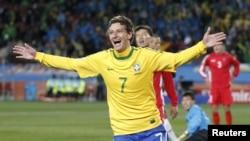 Jucătorul brazilian Elano după un gol înscris în poarta nord-coreenilor