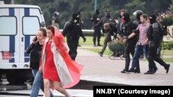 Задержание Алексея Романова на акции в Минске (задний план фото)