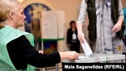 Одна з виборчих дільниць у Тбілісі, Грузія, 8 жовтня 2016 року