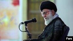 مجید محمدی: آقای خامنهای که شاهد از دست رفتن همپیمانان جمهوری اسلامی است، دست به دامان آفرینگویی نخبگان ناشناخته جهان شده است.