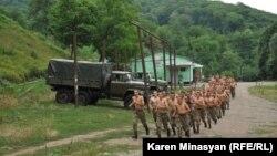 Լեռնային Ղարաբաղի Պաշտպանության բանակի ստորաբաժանումներից մեկը վարժանքների ժամանակ, հուլիս, 2012թ.