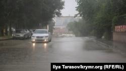 Дощ у Сімферополі, архівне фото