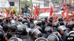Під час акції протесту в Бангкоку, 17 березня 2010 року
