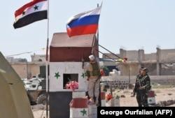 Российские военные на блокпосту в сирийской провинции Идлиб, 2018 год
