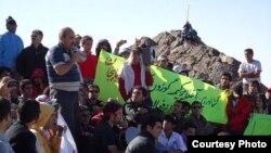 Arxiv fotosu: Savalan dağında azərbaycanlı milli fəallar mitinq keçirilər. 29 iyul 2011