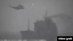 تصویر از ویدیویی گرفته شده که سنتکام از لحظه «توقیف» کشتی ویلا منتشر کرده است